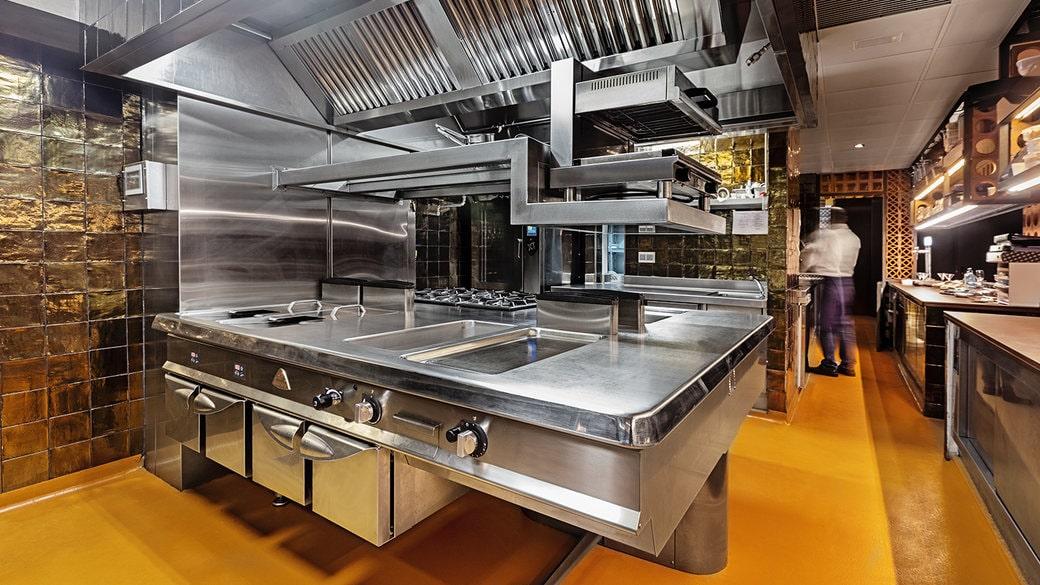 lắp đặt thiết bị bếp công nghiệp